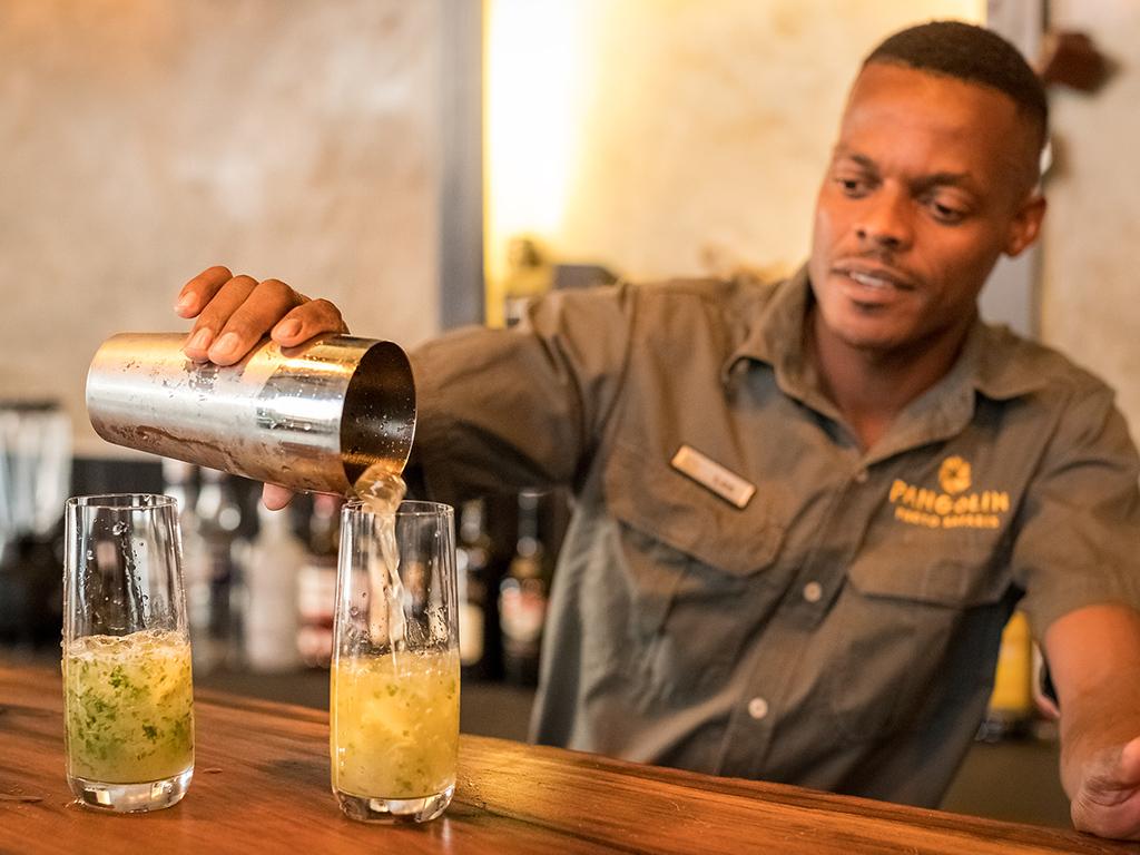 Pangolin Chobe Hotel 12