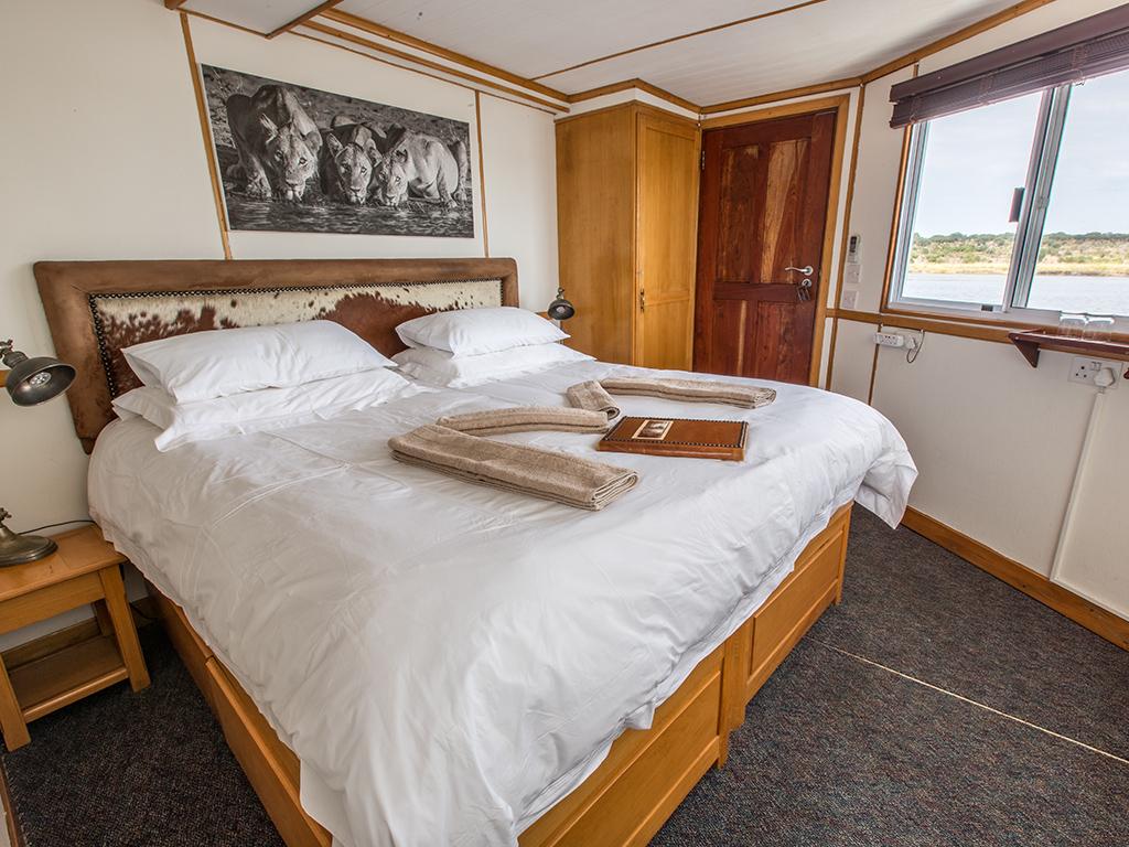Pangolin Voyager Houseboat 06