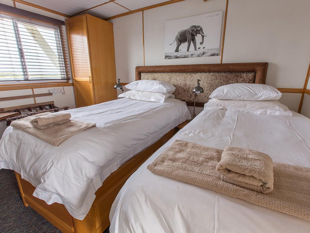 Pangolin Voyager Houseboat 07