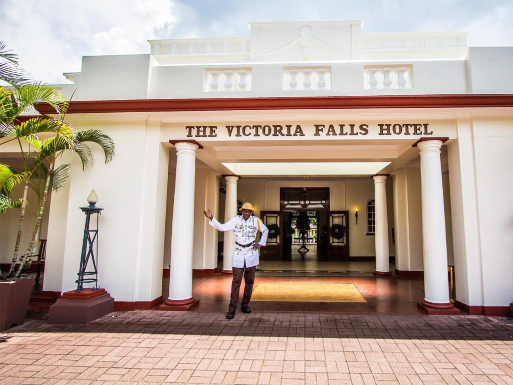 Pangolin Photo Safaris – Vic Falls Hotel 01