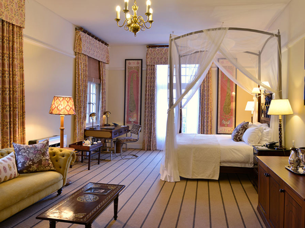 Pangolin Photo Safaris – Vic Falls Hotel 02