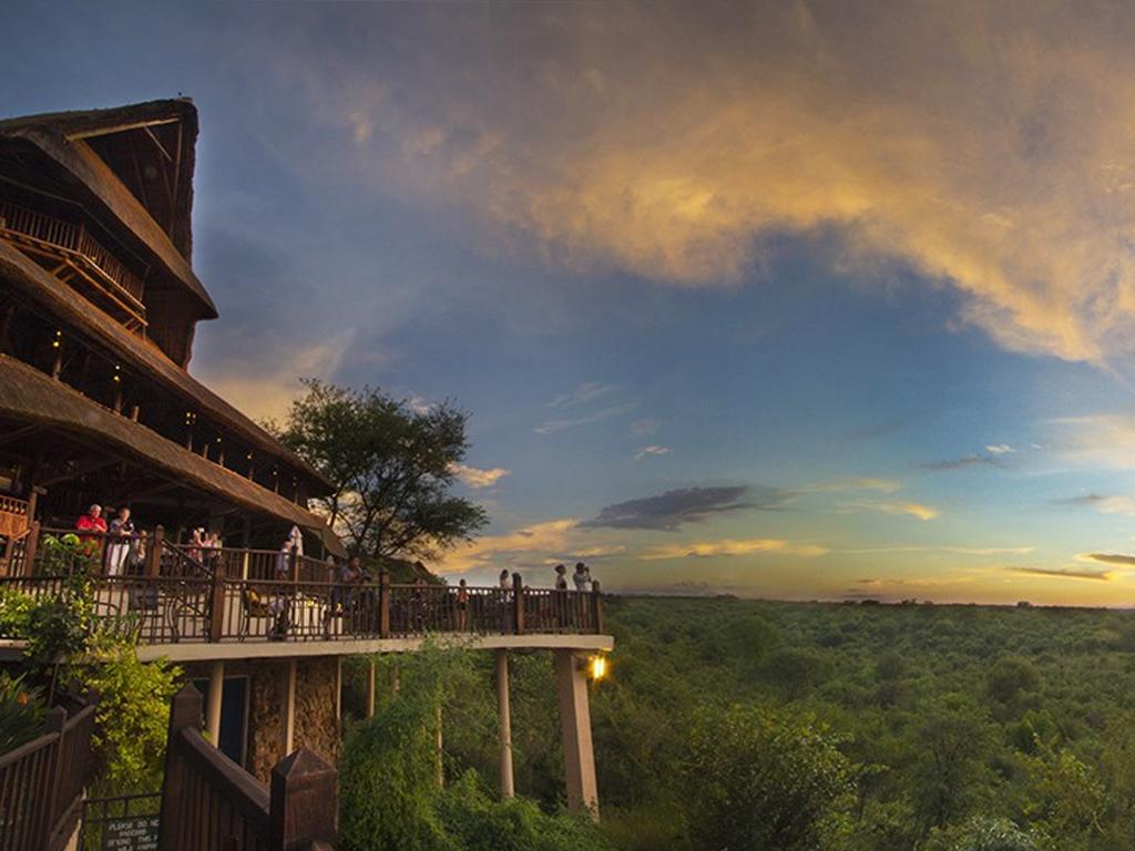 Pangolin Photo Safaris – Vic Falls Safari Lodge 01