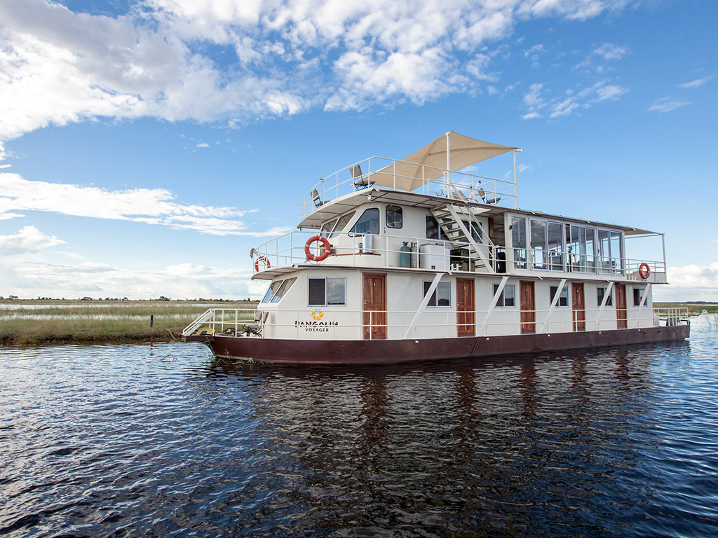 Exterior view of the Pangolin Voyager Houseboat
